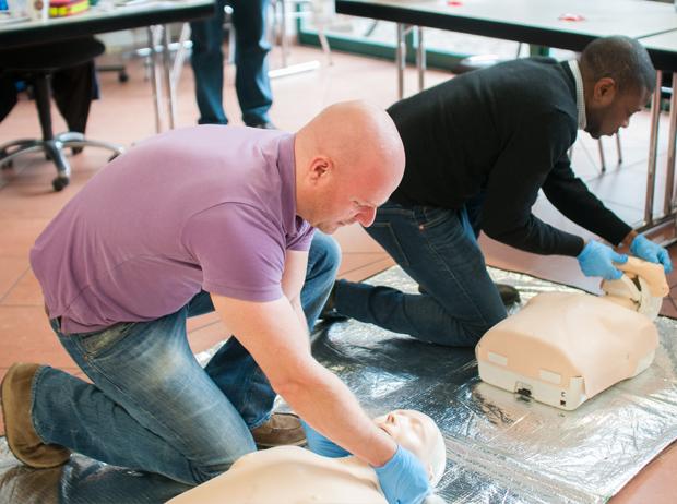 hillus-Engineering-Krefeld-AED-Erste-Hilfe-haus-der-medizintechnik_Erste-Hilfe-4