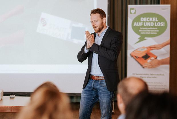 AED Projekt Vellmar Christoph Hillus präsentiert Kommunikationskonzept