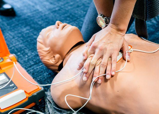AED Defibrillator Schulung und Einweisung